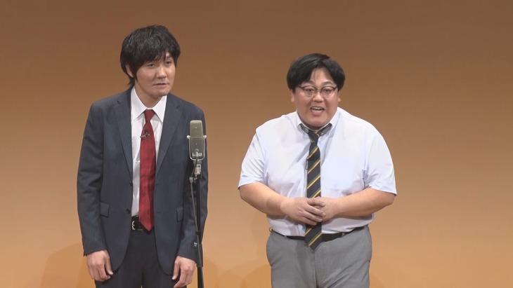 DVD「タイムマシーン3号単独ライブ『餅』」に出演するタイムマシーン3号。