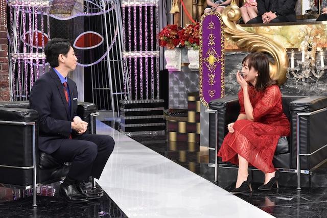 左から有吉弘行、梨衣名。(c)日本テレビ