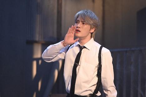 コント「刑事シンガー」に出演するジェジュン。(c)NHK