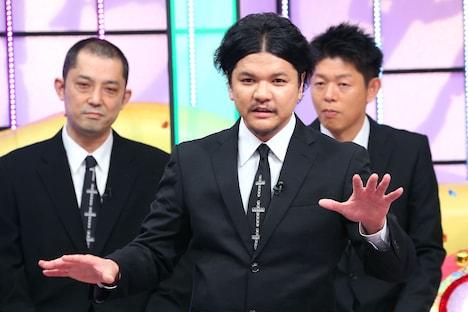 Mr.都市伝説 関暁夫(中央)
