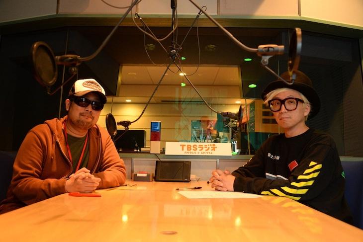 シアターDの元支配人、矢野Jr.こと矢野康弘氏(左)と千原徹也(右)。