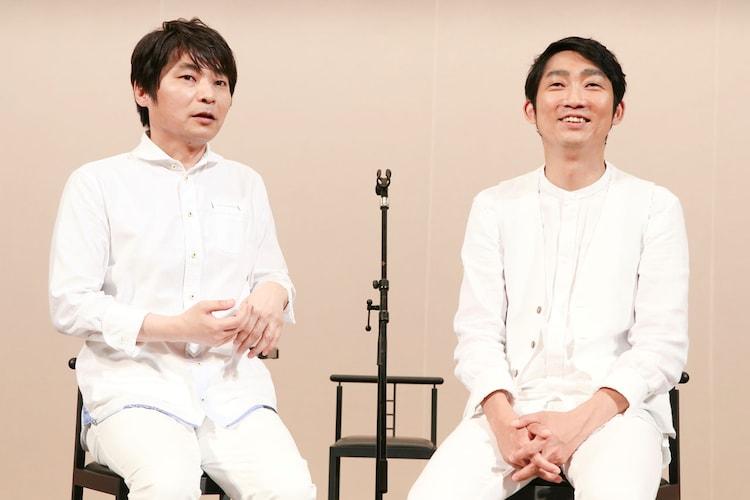 インタビューに応じる石田彰(左)とNON STYLE石田(右)。