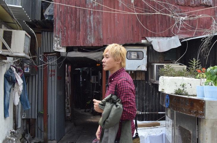 「迷宮グルメ 異郷の駅前食堂 2時間スペシャル」で香港を訪れるヒロシ。(c)BS朝日