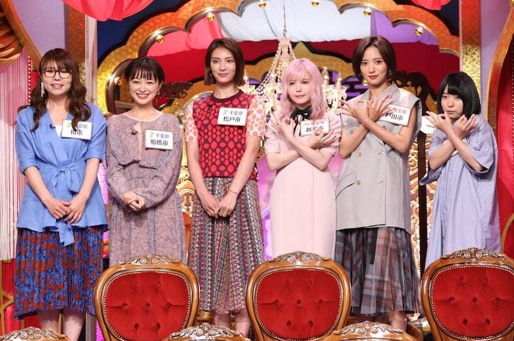左から相席スタート・ケイ、市井紗耶香、秋元才加、益若つばさ、夏菜、にゃんこスター・アンゴラ村長。(c)日本テレビ