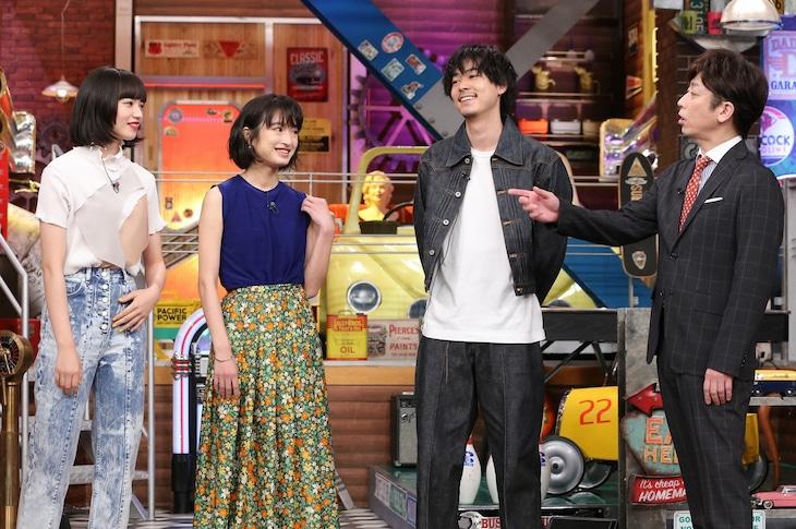 左から小松菜奈、門脇麦、成田凌、フットボールアワー後藤。(c)日本テレビ