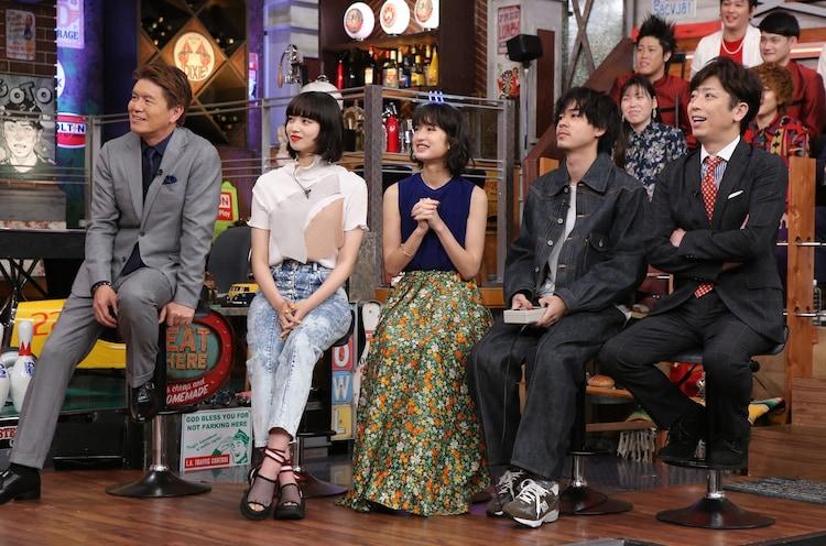 左からヒロミ、小松菜奈、門脇麦、成田凌、フットボールアワー後藤。(c)日本テレビ