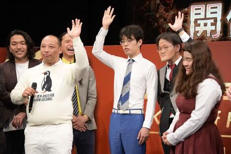 「緊張をほぐすおまじないを持っている」という3名が挙手した場面。