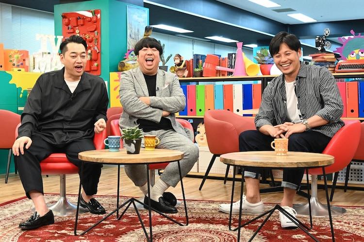 左からバナナマン、アルコ&ピース平子。(c)読売テレビ