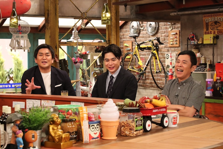 「おかべろ」に出演する平成ノブシコブシ、ナインティナイン岡村(右)。(c)関西テレビ