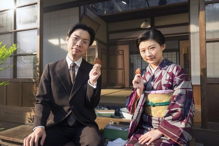 左から森本六爾を演じるハライチ岩井、六爾の妻・ミツギを演じる伊藤沙莉。(c)NHK