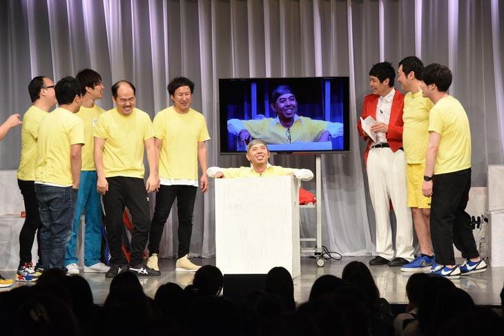 "MVPに輝いたジョイマン高木による""ウイニング三木道三""の様子。"