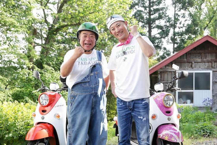 出川哲朗(左)とゲストライダーの中居正広(右)。(c)テレビ東京