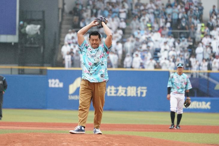 プロ野球「千葉ロッテマリーンズVS埼玉西武ライオンズ」の始球式に登場した山口智充。