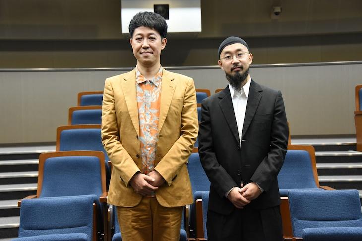 左から小籔千豊、番組プロデューサーの上出遼平氏。