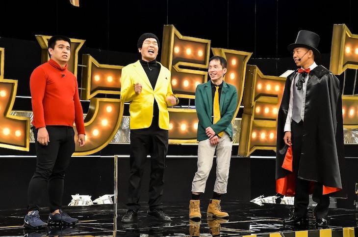 「有田ジェネレーション」で「地獄のアングラ芸人三つ巴バトル」を繰り広げる芸人たちとバイきんぐ小峠(右端)。(c)TBS