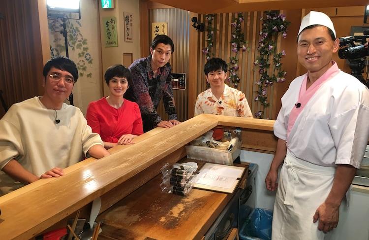 左からおぎやはぎ小木、ホラン千秋、ハライチ岩井、オードリー若林、オードリー春日。(c)テレビ東京