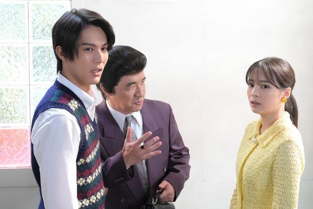 コント「なつよ、俺が真壁だ」で共演する中川大志、内村光良、広瀬すず(左から)。(c)NHK