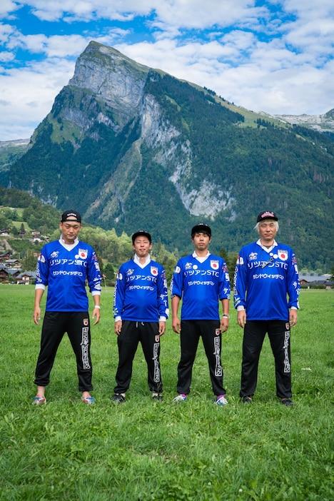 キングオブモルックのメンバー。左からみなみかわ、さらば青春の光・森田、タイーク金井、山口順氏。