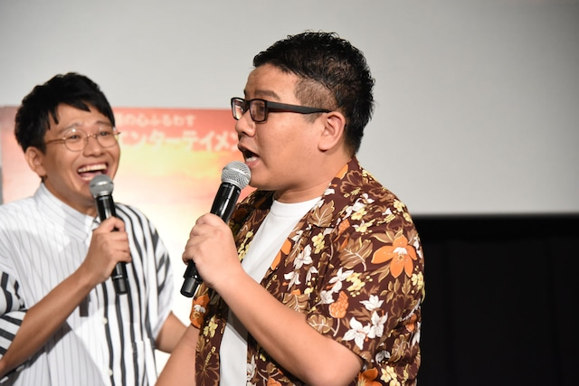 「ファンのリーダー」と位置づけられるミキ昴生(右)。