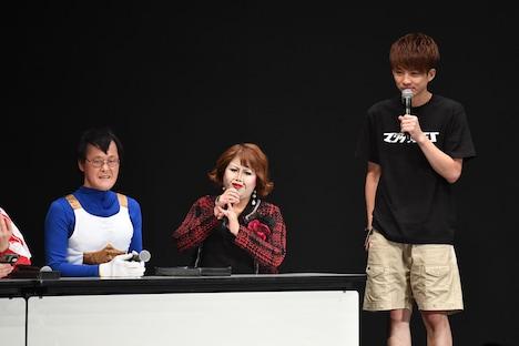 「シャッフルネタGP」の審査員を務めた天才ピアニストますみ扮する上沼恵美子、アインシュタイン稲田扮するベジータ。
