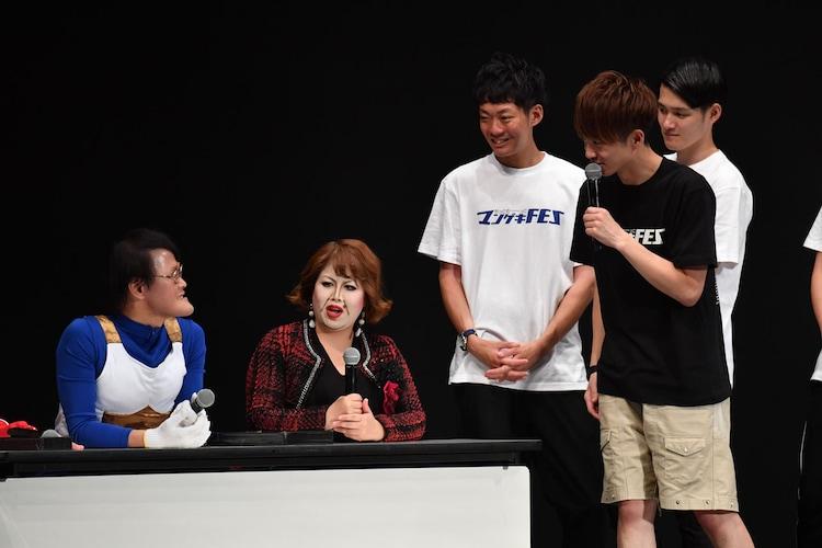 「シャッフルネタGP」の審査員を務めた天才ピアニストますみ扮するニセ上沼恵美子、アインシュタイン稲田扮するベジータ。