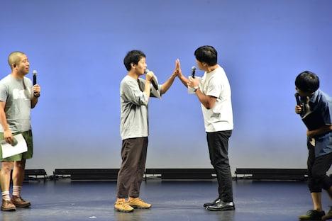 「平子と金子は鏡」を体現する、(中央左から)うしろシティ金子とアルコ&ピース平子。