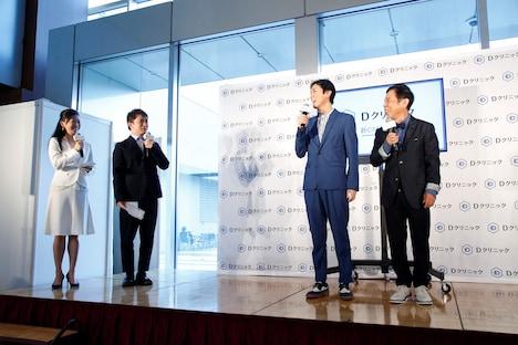 よゐこ濱口(左から2人目)が会見のMCを務めた。