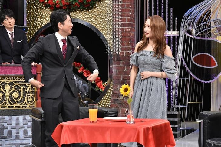 左から有吉弘行、ニコル。(c)日本テレビ