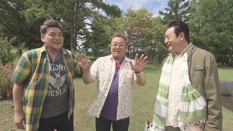「熱烈!ホットサンド!」に出演する(左から)サンドウィッチマン、高橋英樹。(c)STV