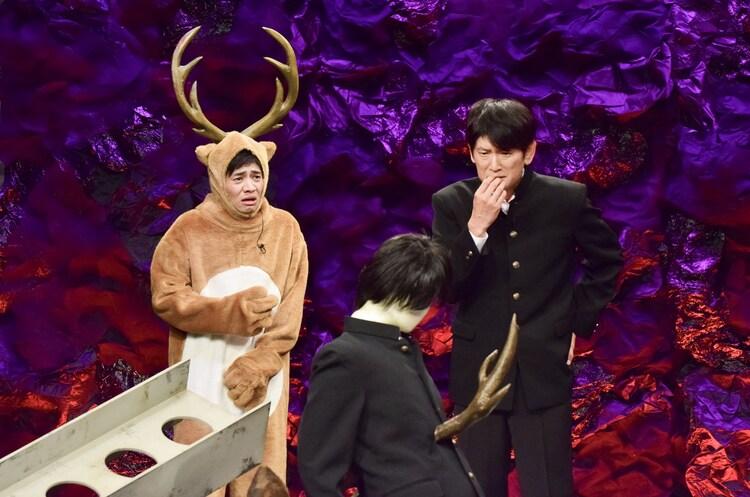 「少年と鹿と鉄骨」を演じる和田正人、長谷川朝晴、大和田伸也。