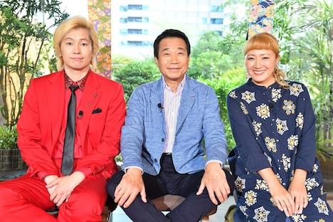 (左から)メイプル超合金カズレーザー、三宅裕司、丸山桂里奈。(c)CBC