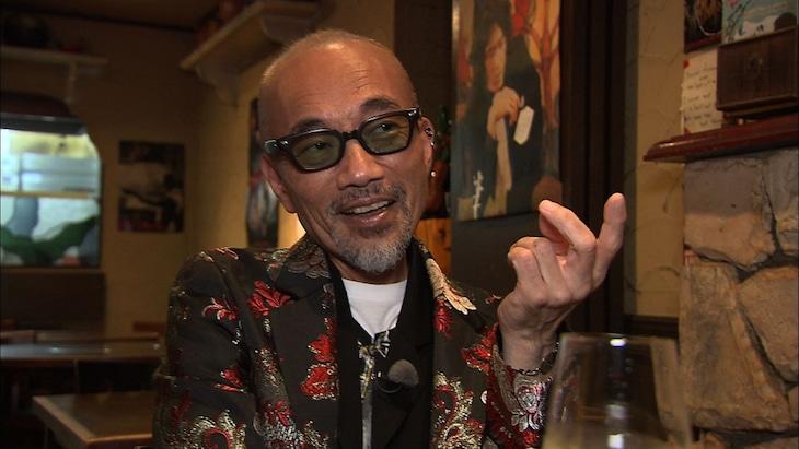 「相席食堂」で相席旅を繰り広げる竹中直人。(c)ABCテレビ