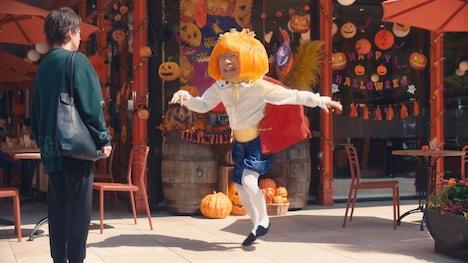 「ハロウィンジャンボ宝くじ『ハロウィンで宝くじ』篇」より。