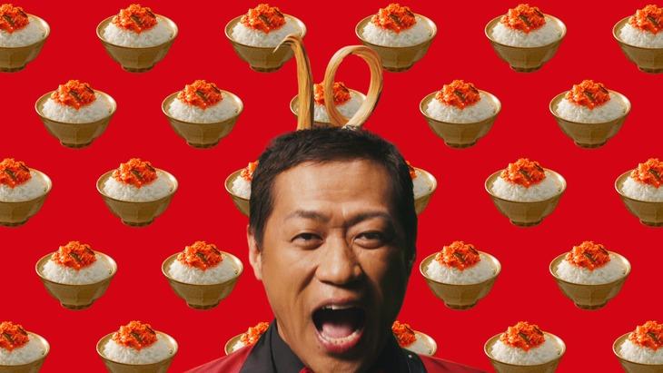CM「ご飯がススム キムチ 10周年」編より。