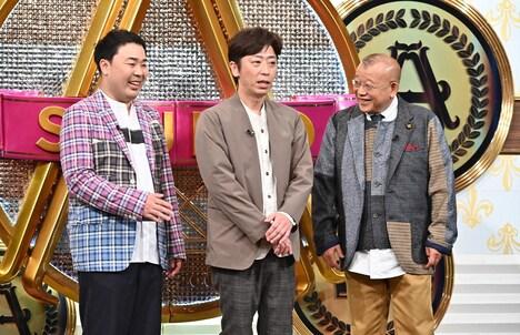 番組オープニングの(左から)フットボールアワー、笑福亭鶴瓶。(c)TBS