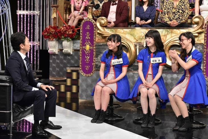 左から有吉弘行、東京23区ガールズ。(c)日本テレビ