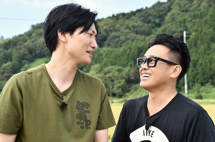 左から相席スタート山添 、宮川大輔。(c)日本テレビ