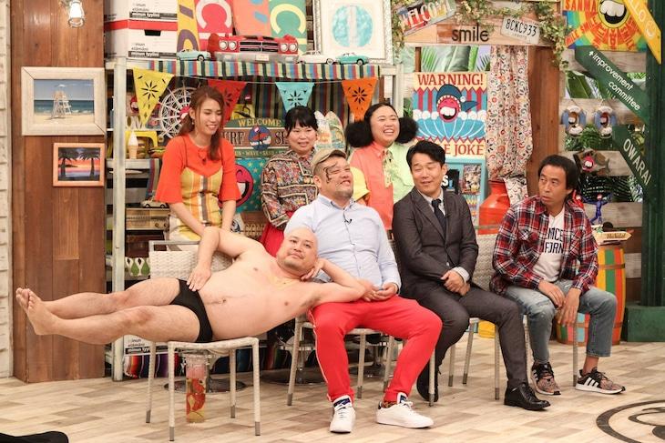 「さんまのお笑い向上委員会」に出演する(前列左から)ハリウッドザコシショウ、野性爆弾くっきー!、ペナルティ、(後列左から)紺野ぶるま、ニッチェ。(c)フジテレビ