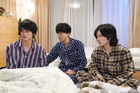 「寝ないの?小山内三兄弟」のワンシーン。(c)日本テレビ