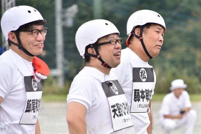 (左から)ずん飯尾、キャイ~ン天野、FUJIWARA藤本。