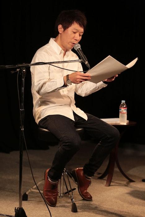 日記を朗読するモンスターエンジン西森。