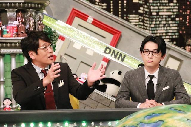 「全力!脱力タイムズ」に出演する(左から)古坂大魔王、吉沢亮。(c)フジテレビ