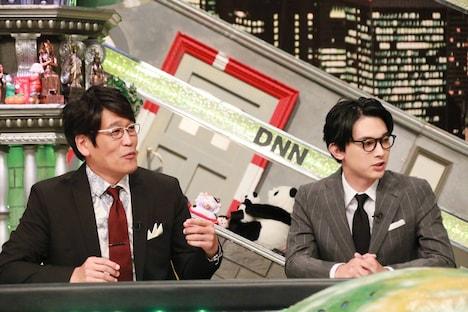 (左から)古坂大魔王、吉沢亮。(c)フジテレビ