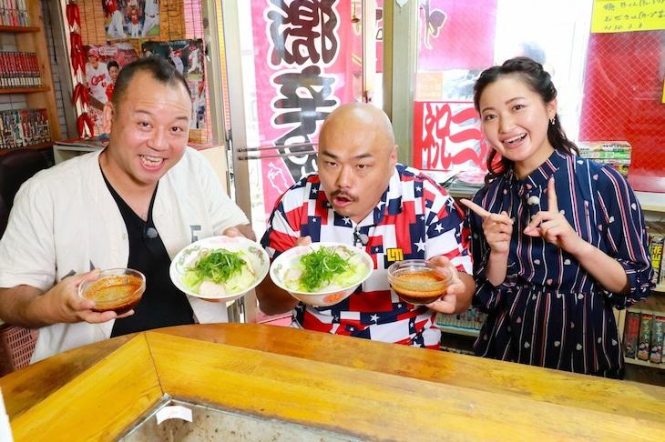 左からバイきんぐ西村、安田大サーカス・クロちゃん、西口真央アナウンサー。(c)広島テレビ