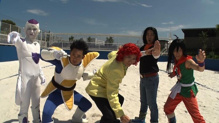 「それって!?実際どうなの課」でビーチバレーの達人に挑む(左から)BAN BAN BAN山本、R藤本、アイデンティティ、バードフミヤ。(c)中京テレビ