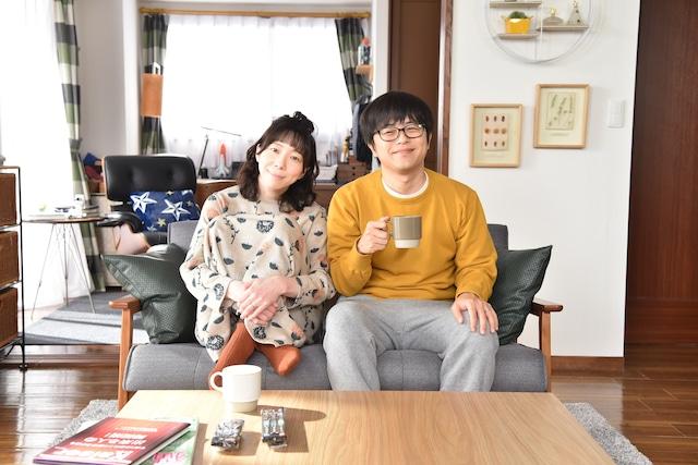 左から平岩紙、バカリズム。(c)日本テレビ