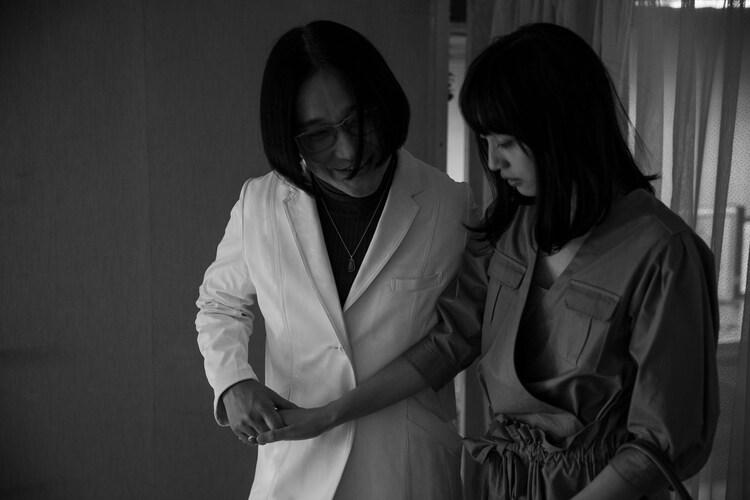 「MANRIKI」より、永野の出演シーン。