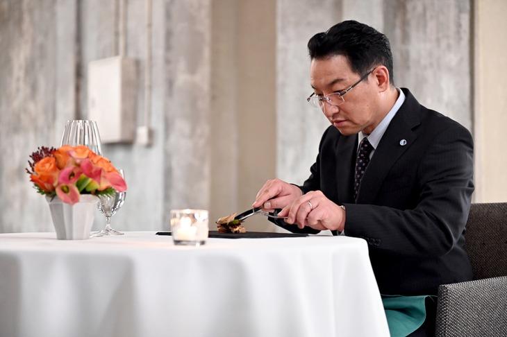 日曜劇場「グランメゾン東京」第2話にゲスト出演する春風亭昇太。(c)TBS