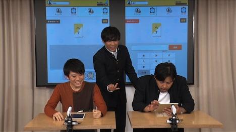 水上颯(左)に挑むアルコ&ピース平子(右)。
