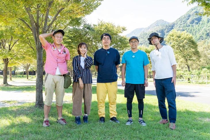 左からじゅんいちダビッドソン、鈴木亜美、おぎやはぎ、スパローズ大和。(c)メ~テレ